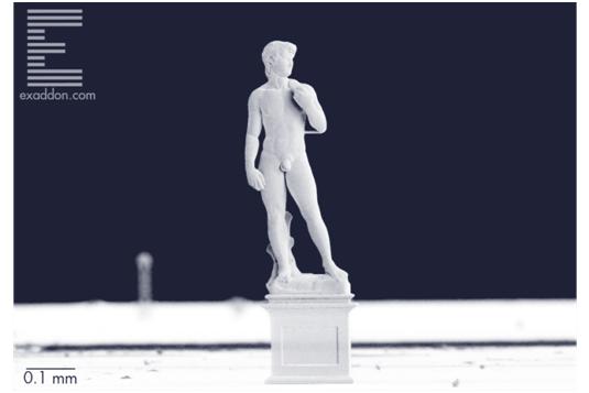 Металлическая версия Давида Микеланджело, сделанная в микромасштабе путем аддитивного производства