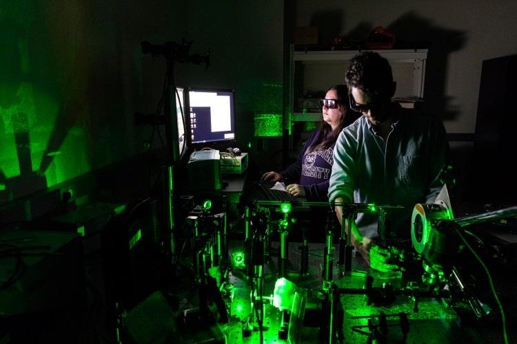 Наноалмазы, легированные кремнием, могут быть полезны для визуализации клеток и тканей